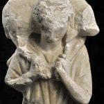 Das Thema des Hirten ist bereits in der heidnischen Bildsprache geläufig. In der frühchristlichen Kunst wird der Schafträger zum Symbol für Christus. Der